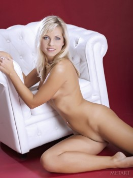 Tedner blonde loves touching herself