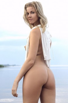 Blondie shows off the beauty of her naked body