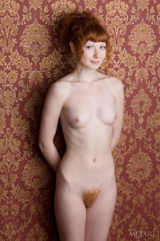 Redhead babe is enjoying sweet solo