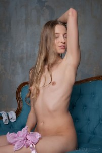 Naked babe gets desired satisfaction