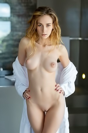 Charming Beauty Yana West With Delicate Nude Figure
